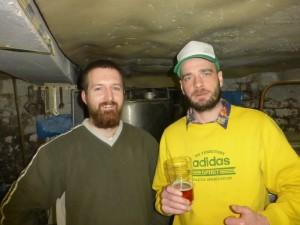 Piwowar Angus Morrison wraz z autorem (zlewej)