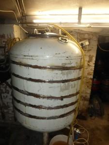 Tank leżakowy. Od momentu uwarzenia do trafienia na bar mija zazwyczaj 3-4 tygodnie.